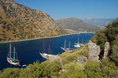 Yacht ancorati al litorale turco Fotografia Stock
