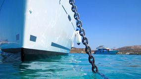 Yacht ancré dans le port Photographie stock