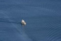 Yacht angesehen von oben Stockfoto