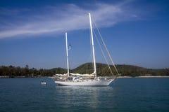 Yacht am Anker, KOH Naka Stockfotografie