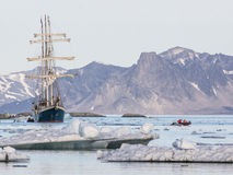 Yacht in the Arctic fjord - landscape Royalty Free Stock Photos