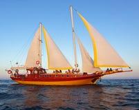 Yacht au coucher du soleil Photographie stock