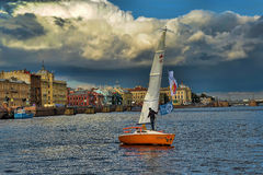 Yacht auf dem Neva Stockbilder