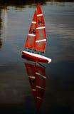 Yacht auf dem Wasser Lizenzfreie Stockfotografie