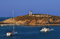 Yacht auf Frontseite des Naxos Tempels Stockbild