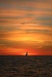 Yacht auf Horizont Lizenzfreies Stockbild