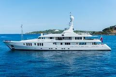 Yacht auf Meer Stockfoto