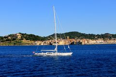 Yacht auf Ozean Stockfotografie