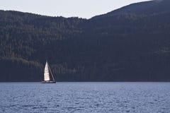 Yacht auf Puget Sound Lizenzfreies Stockbild