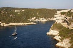 Yacht in baia immagini stock libere da diritti