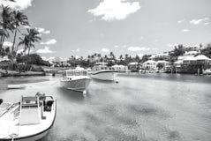 Yacht barcos na água do mar azul em Hamilton, Bermuda Foto de Stock Royalty Free