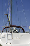 Yacht bianco in bacino Immagini Stock Libere da Diritti