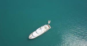 Yacht bianco di lusso ancorato in mare archivi video