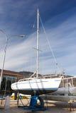 Yacht blanc sur les stocks photos libres de droits