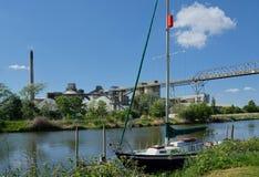 Yacht- & Cemex cementarbeten, södra Ferriby, Barton på-Humber UK royaltyfri fotografi