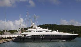 Yacht cher accouplé Images libres de droits