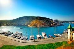 Yacht club do porto na baía de Balaklava. fotos de stock royalty free