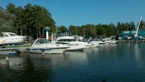Yacht club il sole sulla riva stock footage