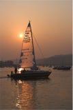 Yacht dans l'estuaire Images stock