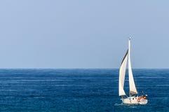 Yacht dans l'océan Images libres de droits