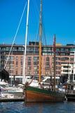 Yacht dans la marina photographie stock