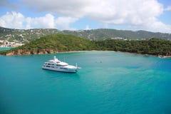 Yacht dans le compartiment photos libres de droits
