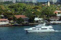 Yacht dans le Fort Lauderdale Photographie stock libre de droits