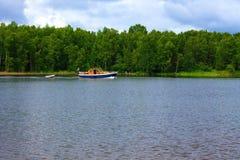 Yacht dans le golfe de Finlande Photo stock