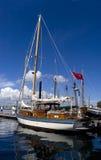 Yacht dans le port photographie stock libre de droits