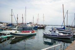 Yacht dans le port Image libre de droits