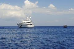 Yacht de luxe dans Zakynthos Image libre de droits