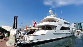 Yacht de luxe de M/Y Moonsand par le Sovereign sur l'affichage à l'exposition 2013 de yacht de Singapour Photo libre de droits