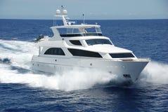 Yacht de luxe en cours Photographie stock libre de droits