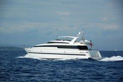 Yacht de moteur dans le sud de la France Photographie stock