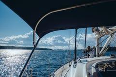 Yacht de navigation Images stock