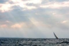 Yacht de sports en mer Photographie stock libre de droits