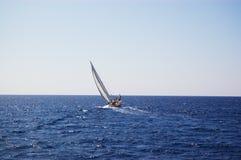 Yacht della vela in mare ventoso Immagine Stock Libera da Diritti