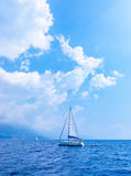 Yacht della vela nel mare Fotografia Stock Libera da Diritti