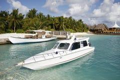 Yacht di attracco ad un molo Immagini Stock