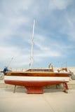 Yacht di camminata di legno sul pilastro Sarafovo in Bourgas, Bulgaria Immagini Stock Libere da Diritti