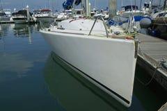 Yacht di corsa al porto Fotografie Stock Libere da Diritti