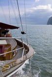 Yacht di legno sull'oceano Immagine Stock