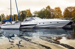 Yacht di lusso al porticciolo Fotografia Stock