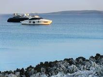 Yacht di lusso al tramonto Immagini Stock