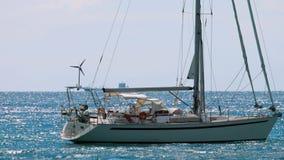 Yacht di lusso di navigazione stock footage