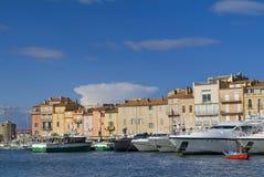 Yacht di lusso nella baia di Tropez del san Fotografia Stock Libera da Diritti