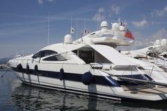 Yacht di lusso nella porta del san-tropez Fotografie Stock
