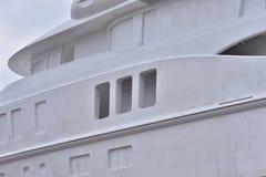 Yacht di lusso non dipinto e non finito in costruzione Fotografie Stock
