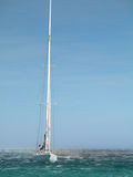 Yacht di navigazione Immagine Stock