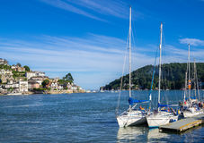 Yacht di navigazione attraccati a Dartmouth, Inghilterra Immagini Stock Libere da Diritti